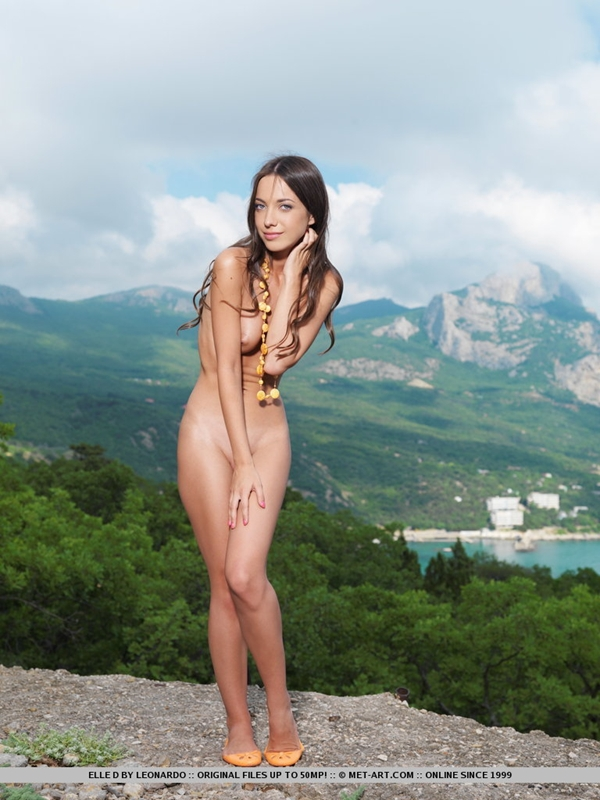 MetArt - Elle D BY Leonardo - THERMO; Babe Brunette Outdoor Hot Public