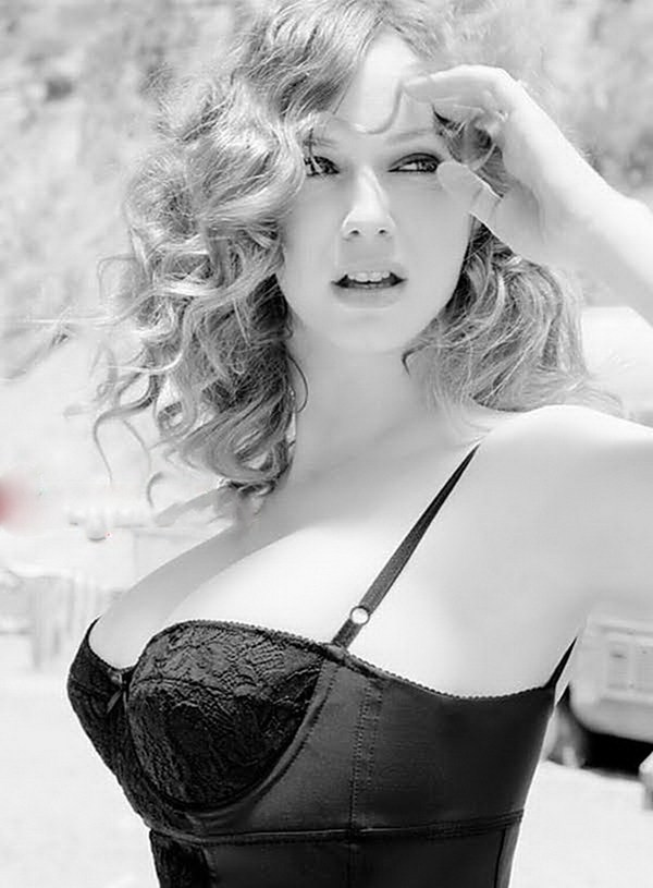 The 20 Hottest Photos of Christina Hendricks   HEAVY; Celebrity