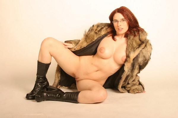 Young redhead slut exposing; Pornstar