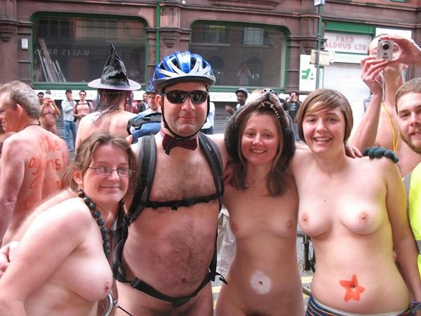 Cunts on Public - Naked In Public; Amateur Public
