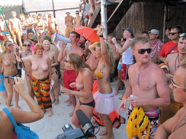 Pussy on Beach - Oral Sex Beach; Amateur Beach